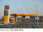 Saratov, Russia - 11/04/2020: Gas station with the logo of the fuel gasoline company Europe with a price list and a fuel truck. Редакционное фото, фотограф Светлана Евграфова / Фотобанк Лори