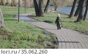 Boy in overalls and a winter hat runs. Стоковое видео, видеограф Потийко Сергей / Фотобанк Лори