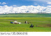 Traditional yurt in the Alaj valley with the Transalai mountains ... Стоковое фото, фотограф Martin Zwick / age Fotostock / Фотобанк Лори