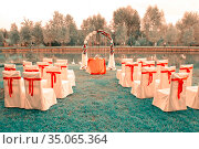 wedding arch, chairs prepared on the shore of a beautiful lake for a wedding on a summer day. Стоковое фото, фотограф Акиньшин Владимир / Фотобанк Лори