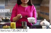 Cute Vietnamese woman prepares traditional Vietnamese coffee at the bar of a cafe. Стоковое видео, видеограф Алексей Кузнецов / Фотобанк Лори