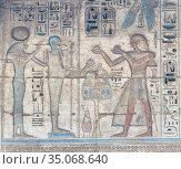 Painted relief image on the wall of Medinat Habu temple, Luxor, Egypt. Стоковое фото, фотограф Stefano Baldini / age Fotostock / Фотобанк Лори
