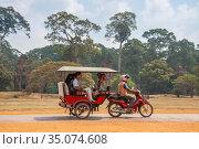 Rickshaw tuk-tuk (2013 год). Редакционное фото, фотограф Юлия Бабкина / Фотобанк Лори
