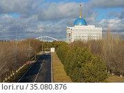 Ak Orda Presidential Palace in park. Nur Sultan. Редакционное фото, фотограф Валерия Попова / Фотобанк Лори