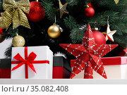 Christmas tree and gifts. Стоковое фото, фотограф Иван Михайлов / Фотобанк Лори