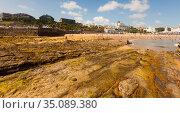 low tide on the beach of Santander. Cantabria. Spain (2019 год). Редакционное фото, фотограф Татьяна Яцевич / Фотобанк Лори