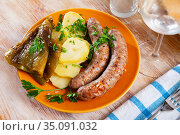 Grilled sausages with boiled potato and pepper. Стоковое фото, фотограф Яков Филимонов / Фотобанк Лори