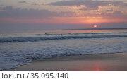 Sunset over the sea and beautiful cloudscape. Стоковое видео, видеограф Яков Филимонов / Фотобанк Лори