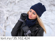 Woman in a knitted hat and a snood in the winter forest. Стоковое фото, фотограф Art Konovalov / Фотобанк Лори