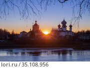 Tikhvin Assumption Monastery at sunset on a winter day. Стоковое фото, фотограф Юлия Бабкина / Фотобанк Лори
