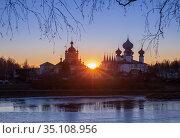 Tikhvin Assumption Monastery at sunset on a winter day. Стоковое фото, фотограф Юлия Бабкина / Фотобанк Лори