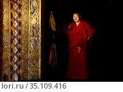 Buddhist monk, portrait. Sampheling Monastery, Kham, Tibet, China. 2016. Стоковое фото, фотограф Enrique Lopez-Tapia / Nature Picture Library / Фотобанк Лори