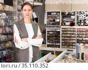 Confident woman in needlework store. Стоковое фото, фотограф Яков Филимонов / Фотобанк Лори
