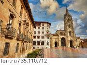 Cathedral, Plaza Alfonso II El Casto, Oviedo, Asturias, Spain, Europe. Стоковое фото, фотограф Javier Larrea / age Fotostock / Фотобанк Лори