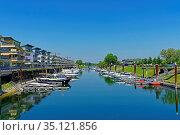 Altstadt, alter Hafen, Sportboothafen, Yachthafen. Стоковое фото, фотограф Bernd J. W. Fiedler / age Fotostock / Фотобанк Лори