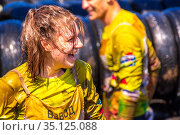 Russia, Samara, June 2019: happy young woman athlete participating in the race of heroes on a summer sunny day. Text in Russian: race of heroes, platoon. Редакционное фото, фотограф Акиньшин Владимир / Фотобанк Лори