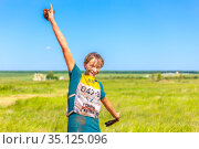 Russia Samara June 2019: portrait of dirty beautiful girls participating in the race of heroes to overcome difficult obstacles on a summer sunny day. text in Russian: Hero Racing. Редакционное фото, фотограф Акиньшин Владимир / Фотобанк Лори