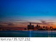 Night photo of Detroit downtown skyscrapers (2018 год). Стоковое фото, фотограф Сергей Новиков / Фотобанк Лори