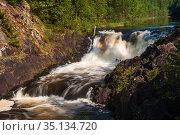 Kivach waterfall. Стоковое фото, фотограф Юлия Бабкина / Фотобанк Лори