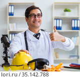 Safety doctor advising about wearing hard hat. Стоковое фото, фотограф Elnur / Фотобанк Лори
