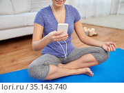 woman listening to music and meditating at tome. Стоковое фото, фотограф Syda Productions / Фотобанк Лори