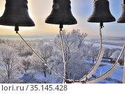 Вид на пойму Оки зимним морозным днем с колокольни в селе Турове Серпуховского района (2018 год). Стоковое фото, фотограф Владимир Литвинов / Фотобанк Лори