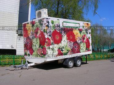 Торговый прицеп. Новокосинская улица. Район Новокосино. Город Москва