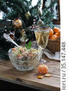 Салат Оливье с шампанским и мандаринами. Стоковое фото, фотограф Марина Володько / Фотобанк Лори