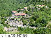 Montenegro countryside houses with lush green hills and forests (2016 год). Стоковое фото, фотограф Кекяляйнен Андрей / Фотобанк Лори