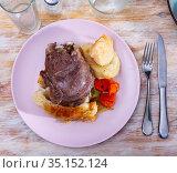 Spanish traditional dish - pork cheeks with cabbage. Стоковое фото, фотограф Яков Филимонов / Фотобанк Лори
