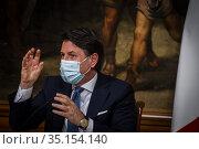 Prime Minister Giuseppe Conte holds a press conference at Palazzo... Редакционное фото, фотограф Serrano/AGF/Alessandro Serrano' / AGF / age Fotostock / Фотобанк Лори