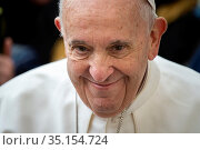 Close-up of Pope Francis In Saint Peter's square at the Vatican. Стоковое фото, фотограф Antoine Mekary / Godong / age Fotostock / Фотобанк Лори