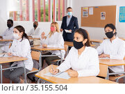 Adult medical students in protective masks attending refresher course. Стоковое фото, фотограф Яков Филимонов / Фотобанк Лори