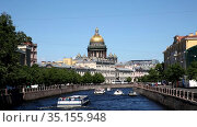 View of the Moika river embankments, the domes of St. Isaac's Cathedral and tourist boats, St. Petersburg, Russia. Редакционное видео, видеограф Наталья Волкова / Фотобанк Лори