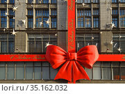 Central Universal Department Store. New Year's decoration (fragment). Moscow. Редакционное фото, фотограф Валерия Попова / Фотобанк Лори