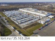 Allen Park, Michigan USA - 15 December 2020 - Lengthy delays of weeks... Стоковое фото, фотограф Jim West / age Fotostock / Фотобанк Лори