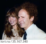 Art Garfunkel Linda Marit Grossman Undated.Photo By John Barrett/... (2005 год). Редакционное фото, фотограф Adam Scull / age Fotostock / Фотобанк Лори