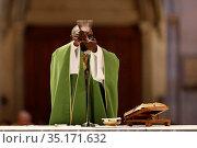 Basilica of Our Lady of Geneva. Sunday mass. Eucharist celebration... Стоковое фото, фотограф Pascal Deloche / Godong / age Fotostock / Фотобанк Лори
