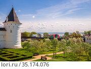 Rostov Kremlin and Metropolitan Garden (2019 год). Редакционное фото, фотограф Юлия Бабкина / Фотобанк Лори