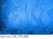 Обледеневшее стекло с ледяными узорами. Стоковое фото, фотограф Наталья Горкина / Фотобанк Лори