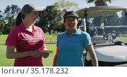 Two caucasian women playing golf talking writing in notebook. Стоковое видео, агентство Wavebreak Media / Фотобанк Лори