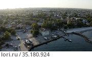 The old town is located near the sea embankment. Стоковое видео, видеограф Aleksandr Sulimov / Фотобанк Лори