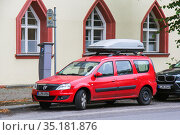 Dacia Logan MCV (2013 год). Редакционное фото, фотограф Art Konovalov / Фотобанк Лори