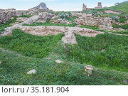 Ruins of an old ruined stone fortress (2019 год). Стоковое фото, фотограф Юрий Бизгаймер / Фотобанк Лори
