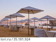 Beach with parasols and plastic sun loungers. Стоковое фото, фотограф Юрий Бизгаймер / Фотобанк Лори