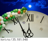 Few minutes before the New Year on the dial of a clock decorated with snowflakes and balloons. Стоковое фото, фотограф Юрий Бизгаймер / Фотобанк Лори