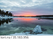 Bright winter sunset on the White sea, the Bay near the village Nilmoguba, Karelia, Russia. Стоковое фото, фотограф Наталья Волкова / Фотобанк Лори
