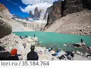 Tourists at lake below glacier and mountains including Torres del Paine rock peaks. Torres del Paine National Park, Patagonia, Chile. January 2020. Стоковое фото, фотограф Ashley Cooper / Nature Picture Library / Фотобанк Лори