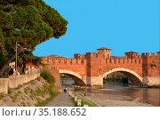 Castelvecchio bridge Ponte Scaligero over the river Adige in Verona... Стоковое фото, фотограф Peter Probst / age Fotostock / Фотобанк Лори