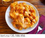 Spanish fried potatoes Patatas bravas served with cheese sauce and spicy sauce with paprika and chili. Стоковое фото, фотограф Яков Филимонов / Фотобанк Лори